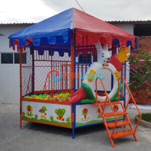 nha-banh-luc-giac-composite-co-mai-che-pl1509